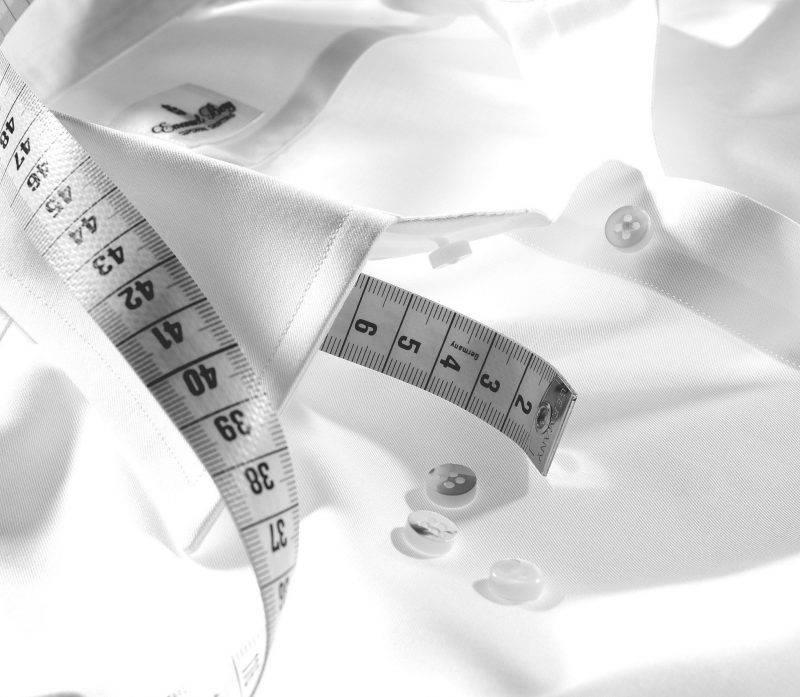 Masshemden von Herschelmann mit weißem Haifischkragen. Ein Maßhemd gibt es wie den Maßanzug in vielen Qualitäten und werden auf Maß genäht.